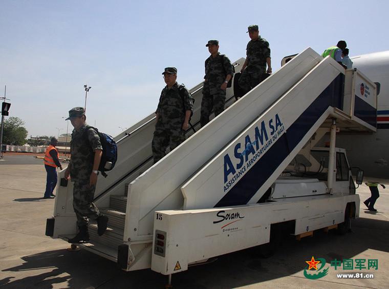 中国军队工作组抵达马里首都巴马科