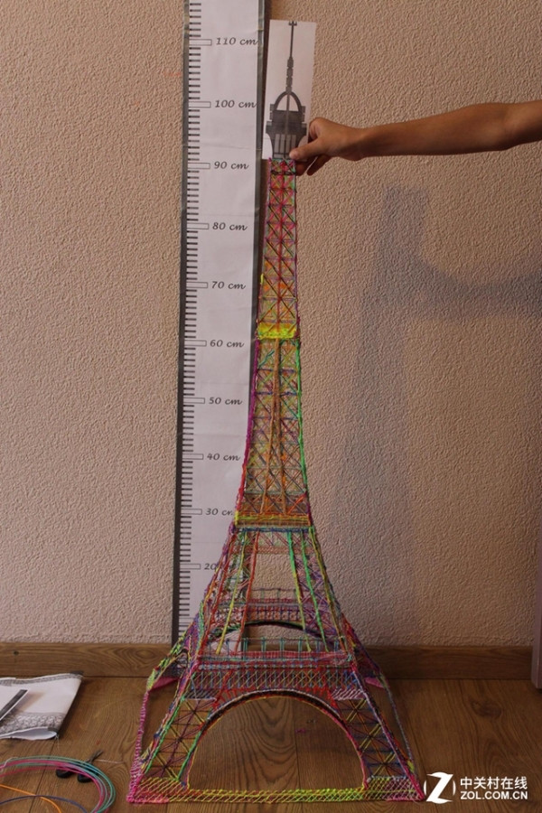 荷兰10岁儿童3d打印笔绘制埃菲尔铁塔