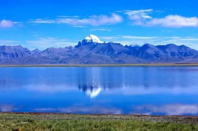 玛旁雍措_玛旁雍措海拔4588米,湖水最深可达70米,是世界上最高的淡水湖.