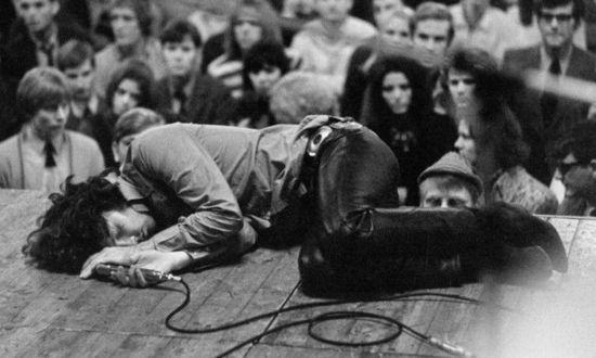 吉姆·莫里森:27俱乐部的即兴摇滚诗人