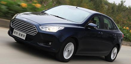 福睿斯有美系大部分优点,轮胎排气管减分厉害