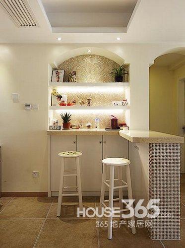 两室一厅欧式装修图:餐厅角落的小吧台,简单的设计,隔板可是可以放不