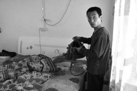 越南新娘集体出逃 表面看起来风平浪静,然而王晓兰却始终没闲着,先后给周边村镇的10名多未婚男青年介绍了越南媳妇,并收取彩礼钱。 2014年2月16日,王晓兰通过当地媒人把阿花介绍给冯建军。冯建军的母亲说,当天共交给王晓兰彩礼钱6.6万元,加上另外5个媒人每人1000元,家里共支付7.