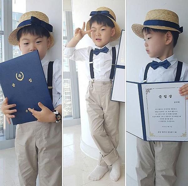 宋家三胞胎近照公开 手拿毕业证书可爱呆萌