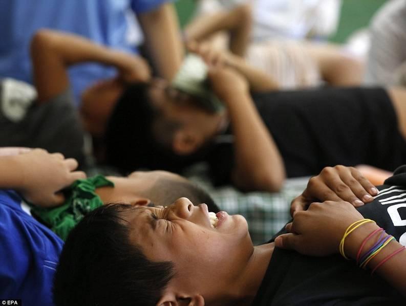 女孩割礼手术是什么_女孩正面割礼过程视频 > 正文 >   包皮环切手术一般只有几分钟,但是