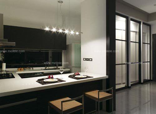 厨房橱柜装修效果图:在现代风格厨房装修效果图中,ㄇ字型橱