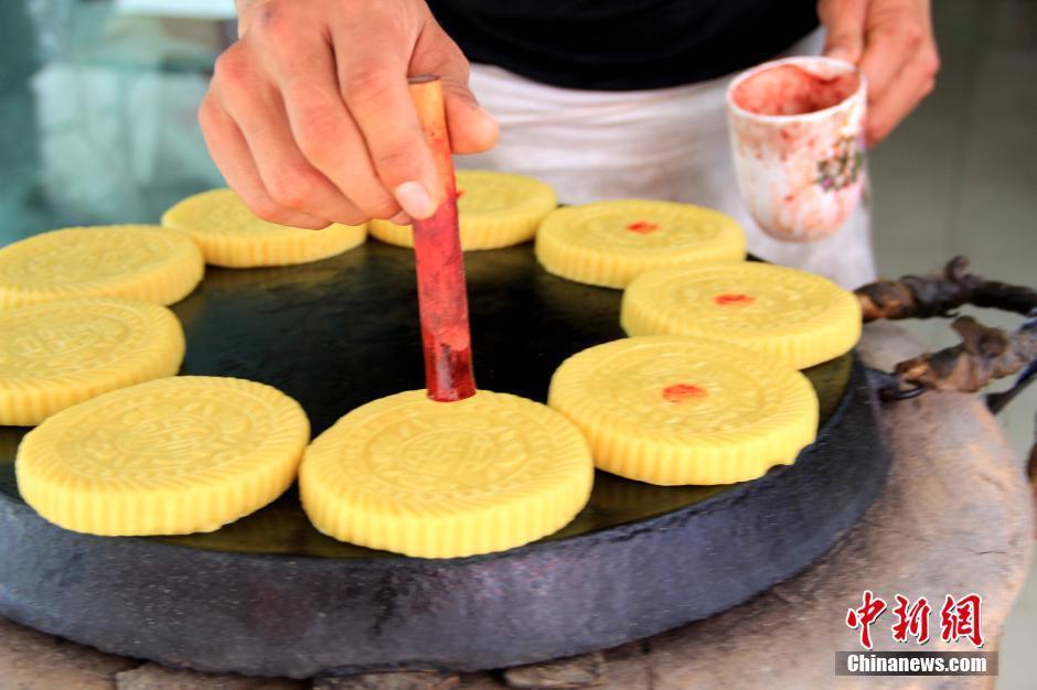 八月十五月儿圆 图说陕北民间土炉月饼