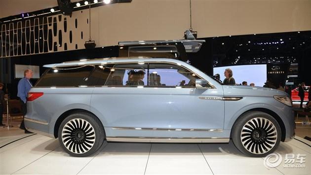 林肯全新领航员概念车整体车身造型高大威猛,其车头采用与林肯