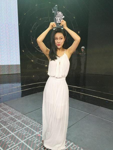 袁娅维首唱《阿楚姑娘》 高人气拿下榜上榜冠军